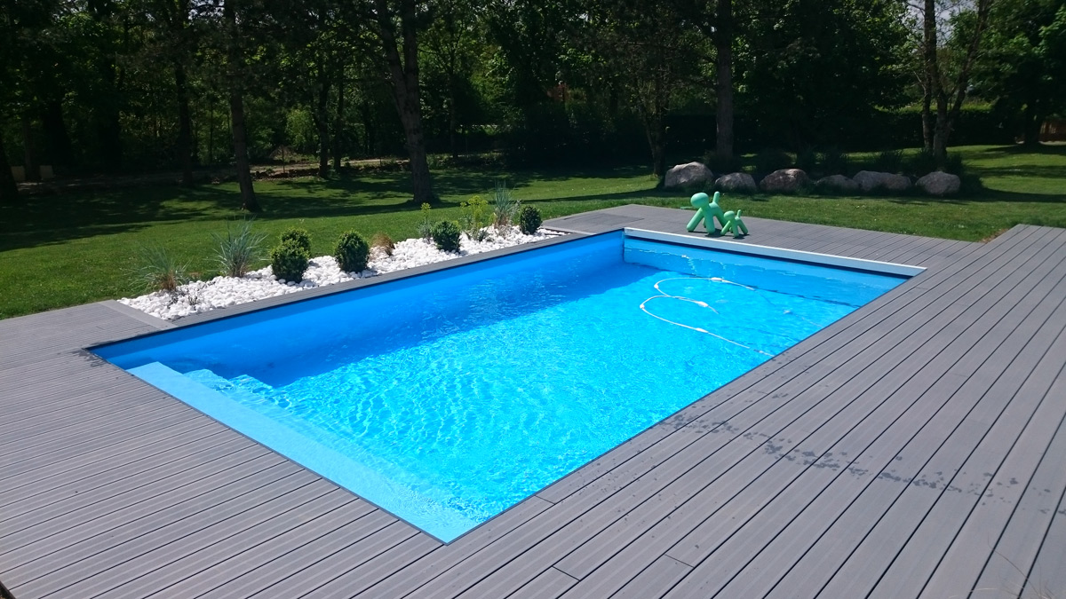 Aveyron piscines construit votre piscine couloir de nage for Piscine 4 par 8