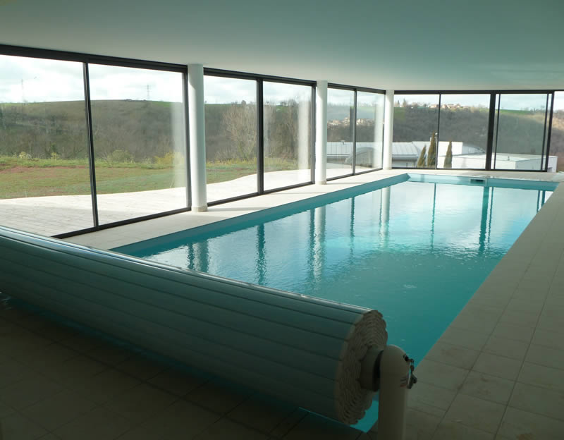 Aveyron piscines construit votre piscine couloir de nage for Piscine d interieur